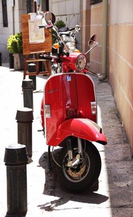 Moto, vespa, moto aparcada