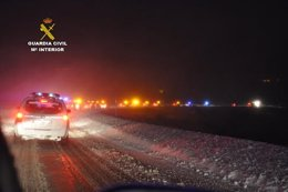 Guardia Civil de Tráfico en la nieve