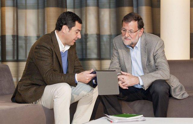Juanma Moreno y Mariano Rajoy.