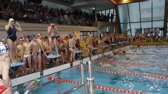 Imagen de archivo de una competición en la piscina de Cros