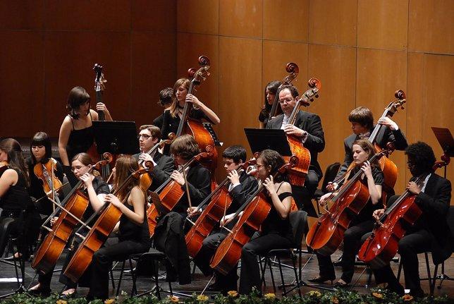 Imagen de la Jóven Sinfónic 'Ciudad de Salamanca' duranrte una actuación