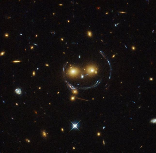 El cúmulo de galaxias que sonríe