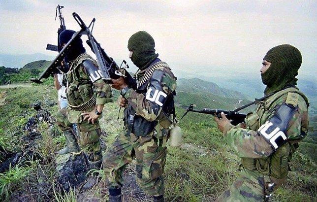 Soldados de las FARC armados.