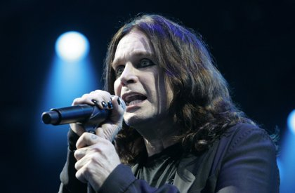 Ozzy Osbourne tiene que pagar 24.000 euros para limpiar su casa de murciélagos