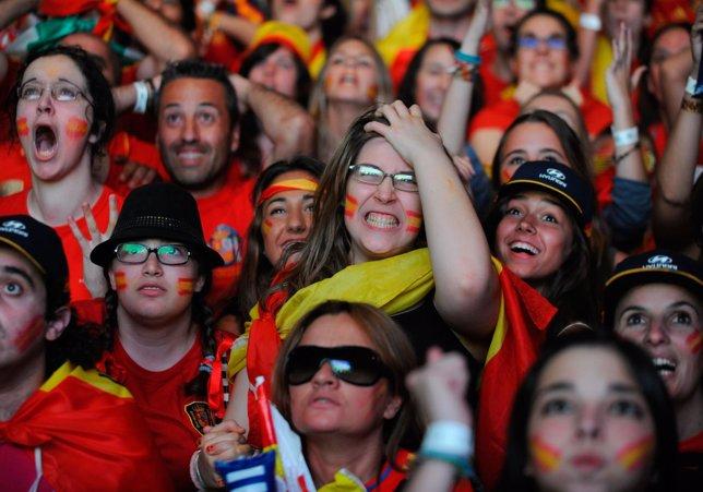Celebración De Españoles En La Eurocopa En Madrid