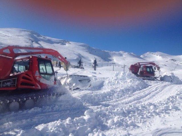 Trabajos para acondicionar Alto Campoo de cara a su reapertura tras nevadas
