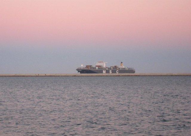 El MSC London, a su llegada al Puerto de Barcelona