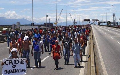 Trabajadores de Petrobras cortan el puente entre Río de Janeiro y Niterói