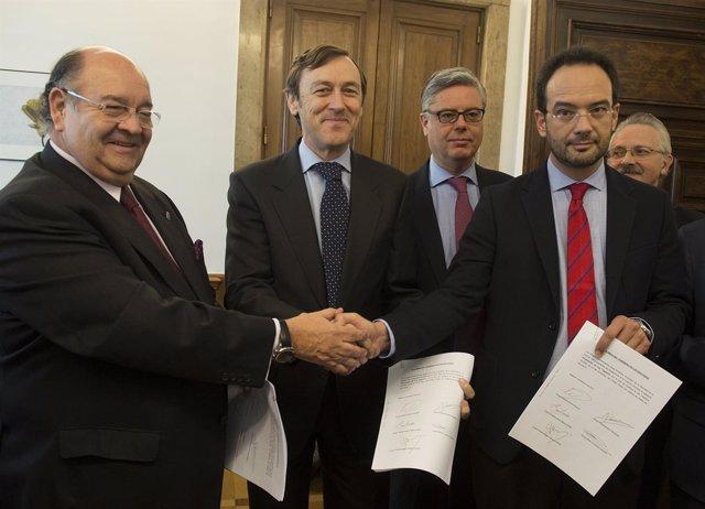 Rafael Hernando y Antonio Hernando registran el pacto antiyihadismo