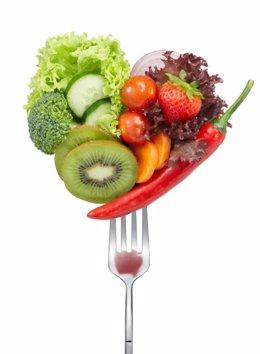 Colores sanos y naturales en la mesa, frutas, verduras, hortalizas, colores