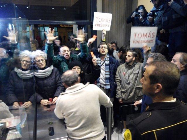 Militantes socialistas irrumpen en Ferraz