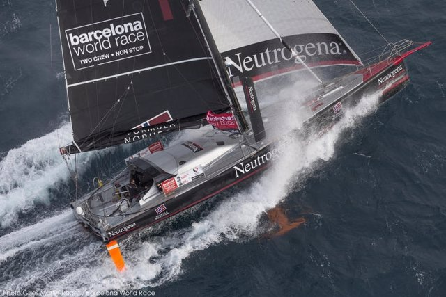 El 'Neutrogena' activa el modo invisible en la Barcelona World Race