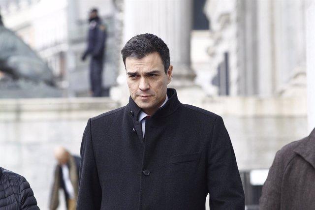 Pedro Sánchez acude a la reunión con los rectores