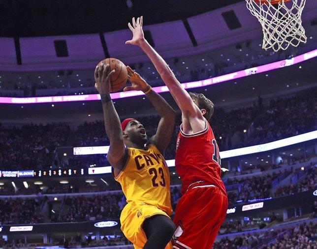 Pau Gasol y LeBron James en el Cleveland Cavaliers - Chicago Bulls