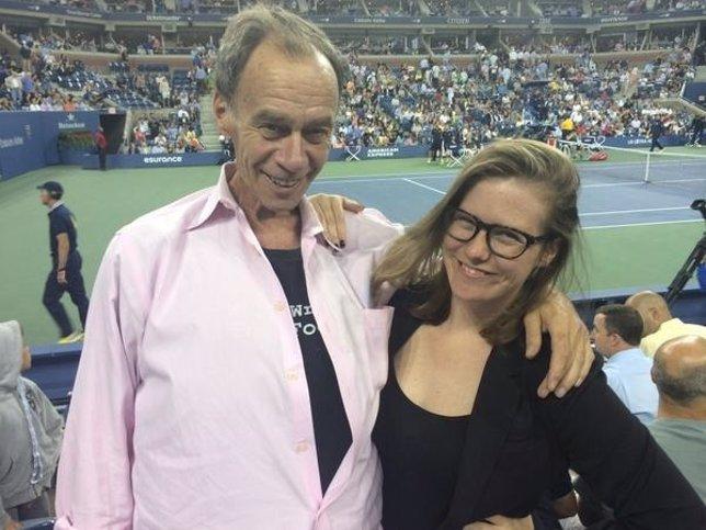 David Carr, columnista del The New York Times con su hija