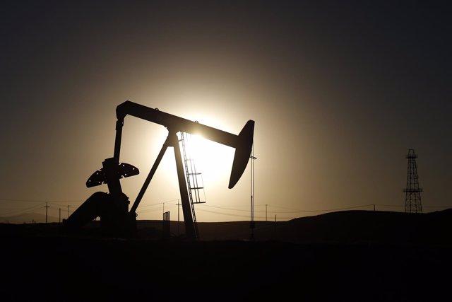 El precio del petróleo supera los 60 dólares por primera vez en 2015
