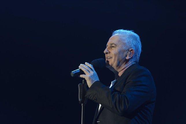 Victor Manuel, feliz de celebrar junto a su familia sus 50 años en la música