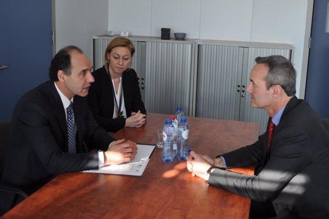 Ignacio Diego y Cristina Mazas con con el jefe de Gabinete de Malmström