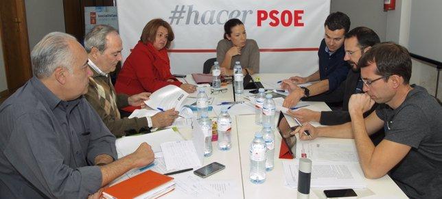 Patricia Hernández reunida con su equipo