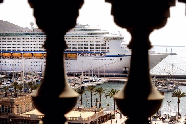 Crucero  llega al Puerto de Cartagena