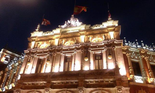 Las banderas de la Diputación de Palencia ondean a media asta
