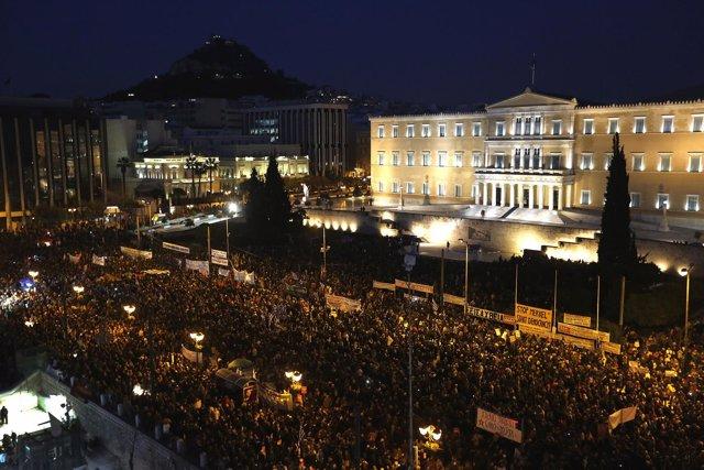 Manifestación en Atenas para apoyar al Gobierno griego.