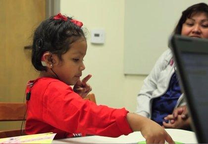 Niños sin el nervio auditivo consiguen oír gracias a un nuevo implante