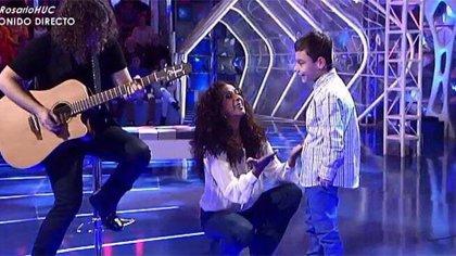 Adrián Martín Vega y Rosario Flores cantan juntos, por fin, 'Qué bonito'