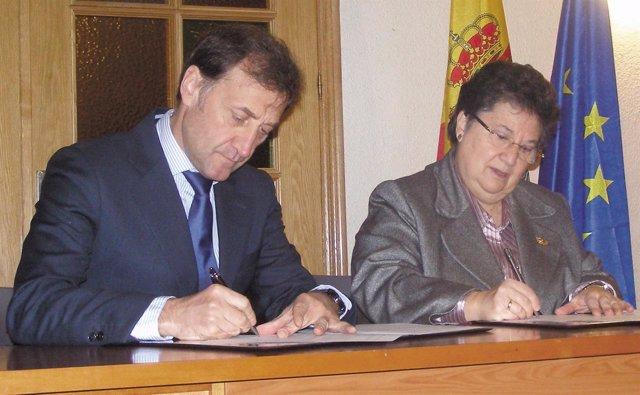 Firma convenio entre la Universidad Isabel I y la Escuela Profesional Javeriana
