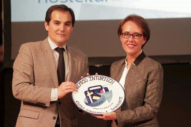 El alcalde de Córdoba entrega el Premio Inturtech 2015 a Badajoz