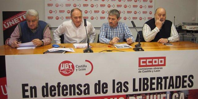 Temprano y Fdez. Gamazo (segundo y tercero por la izq) en la rueda de prensa