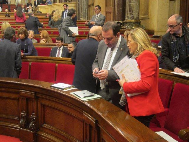 Los consellers R.Espadaler y J.Ortega en el pleno del Parlament