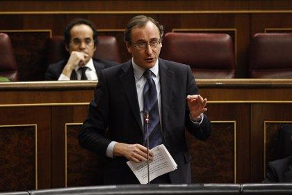 Alonso pide al PSOE que apoye a los profesionales sanitarios donde gobierna