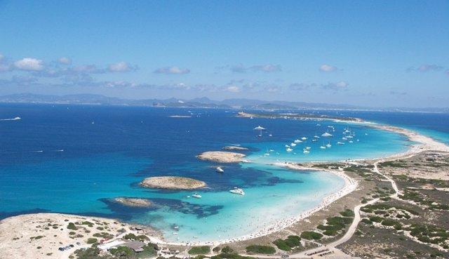playa de ses illetes islas baleares
