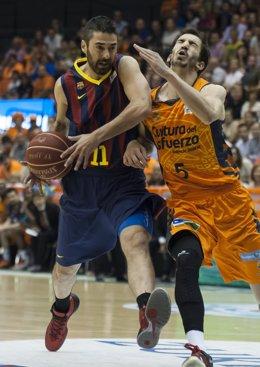 Juan Carlos Navarro y Pau Ribas en el FC Barcelona - Valencia Basket
