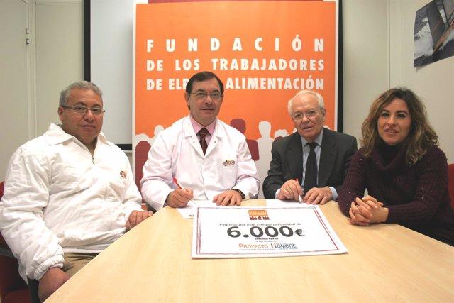 Firma de la donación de la Fundación de Trabajadores de ElPozo Alimentación