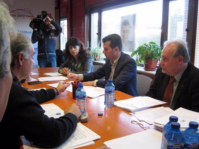 Luis Tudanca, durante su reunión con el sector de los carburantes.
