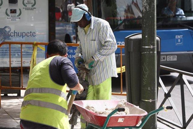 Inmigrantes trabajando