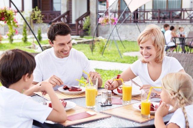 Zumos, comida, familia, sonrisas