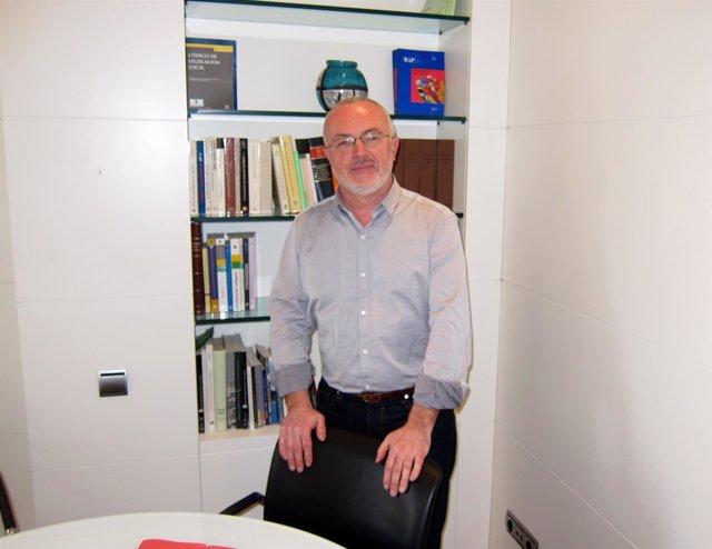 Antonio Montiel en su despacho