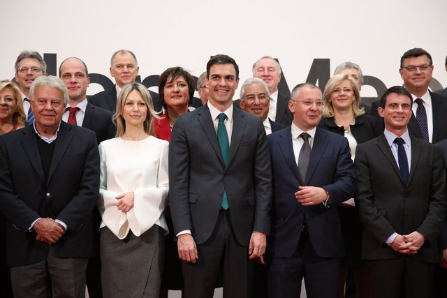 Foto de familia de socialistas europeos en la cumbre de Madrid