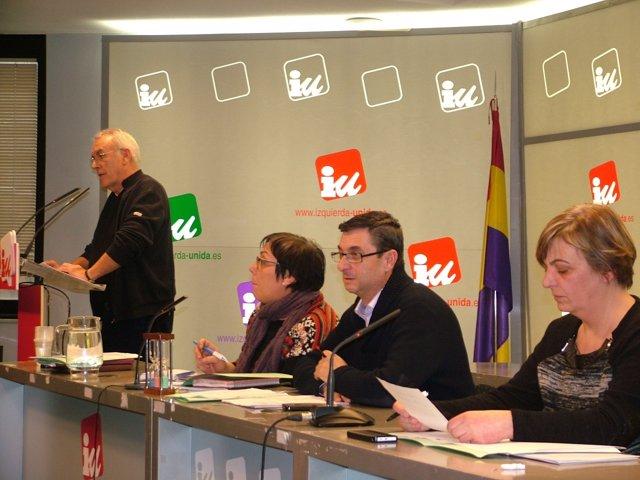 El coordinador federal de IU, Cayo Lara, durante la reunión de la Presidencia
