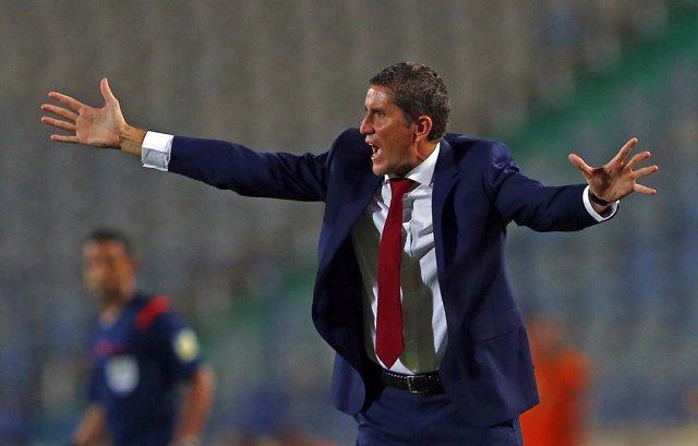 Juan Carlos Garrido dirige un partido al Al Ahly