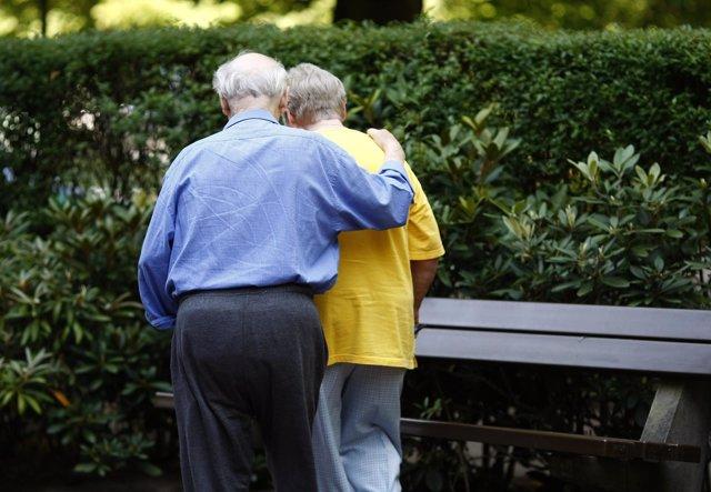 Matrimonio de ancianos, personas mayores, pensiones