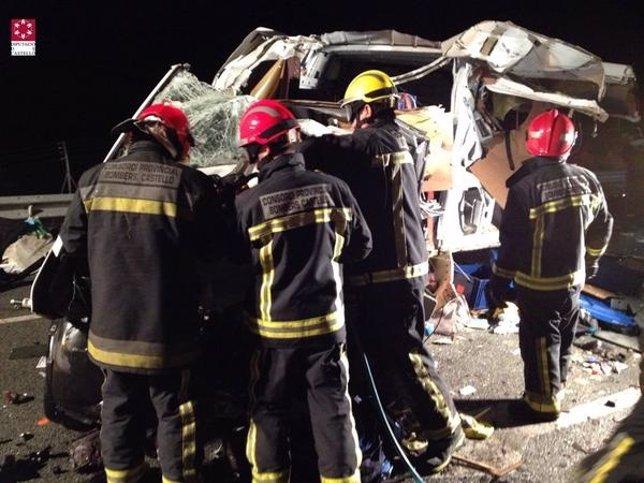 Accidente entre un camión y una furgoneta