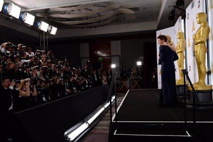 Redmayne dedica a enfermos de ELA el Oscar por 'The Theory of Everything'