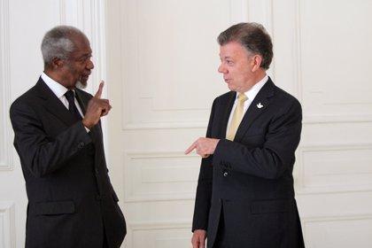 Santos pide a Kofi Annan que acompañe el proceso de paz en Colombia