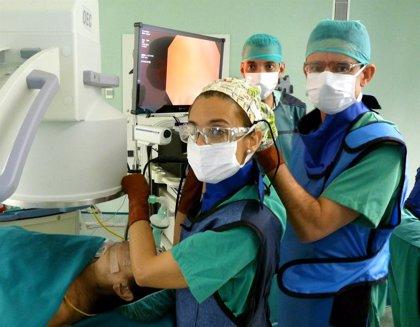 Reducen el volumen de un pulmón de un paciente con enfisema grave mediante broncoscopia