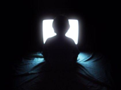 Dos horas al día de TV en niños eleva al 30% más el riesgo de hipertensión