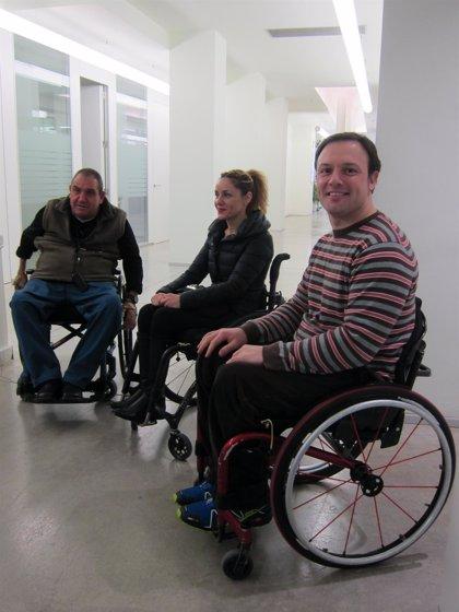Tres personas en silla de ruedas crean una cooperativa pionera para sensibilizar a empresas sobre seguridad vial